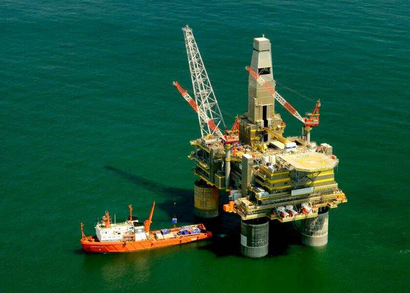 russia_oil_platform_rig.jpg